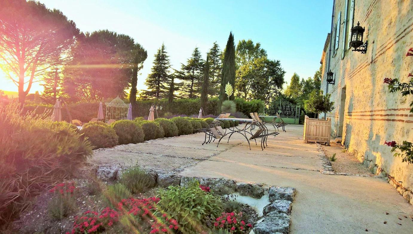 Luxury villa with pool, sleeps 2, 4, 5, 6, near Sainte Livrade-sur-Lot,  south west France