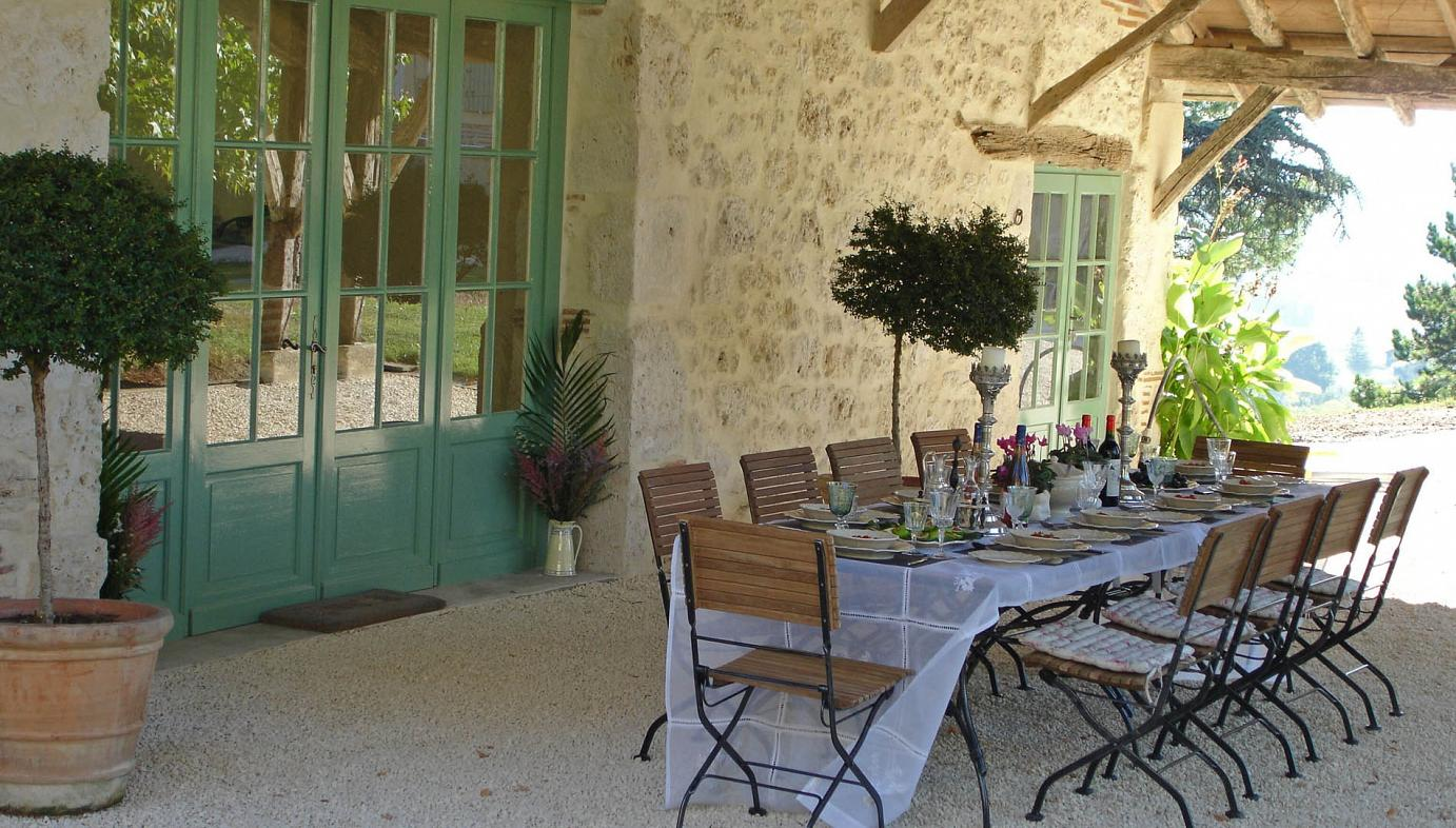 Sainte Livrade-sur-Lot luxury villa with pool for group accommodation and functions, sleeps 15